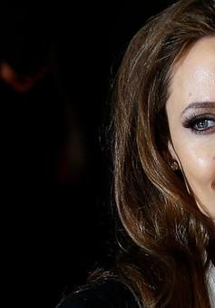Angelina Jolie muốn sống vĩnh viễn ở Anh