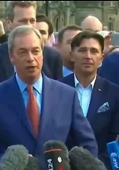 Chủ tịch Đảng UKIP (Anh) Nigel Farage tuyên bố từ chức