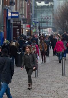 Anh: Chỉ số niềm tin người tiêu dùng giảm mạnh nhất trong 26 năm