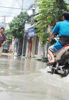 TP.HCM: Nước ngập cả tuần dù triều cường đã rút