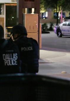 Ít nhất một nghi phạm bắn tỉa tại Dallas, Mỹ đã chết