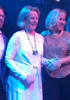 Ban nhạc ABBA tái hợp sau 30 năm