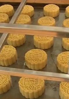 Kiểm tra các cơ sở sản xuất bánh Trung thu tại làng nghề Xuân Đỉnh