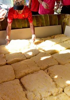 Điểm báo sáng 15/4: Bánh chưng khổng lồ 2,5 tấn dâng ngày giỗ Tổ