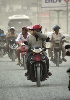 """DN tạm dừng kinh doanh do """"bão bụi"""" trên đường Kinh Dương Vương"""