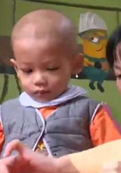 Niềm vui chưa trọn vẹn của bé 3 tuổi mắc ung thư hạch