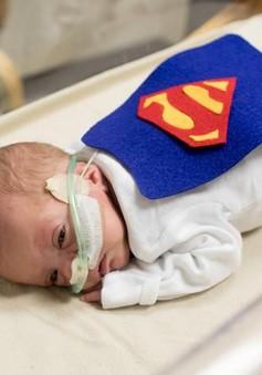 """Hàng loạt bé sơ sinh """"hóa thành"""" siêu nhân tại một bệnh viện ở Mỹ"""