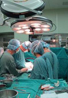 Quảng Trị: Khám, phẫu thuật mắt miễn phí cho trẻ em