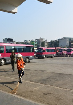 Các bến xe tại Hà Nội vẫn phục vụ đến hành khách cuối cùng