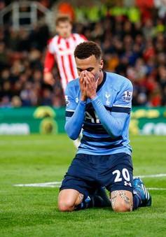 Những pha bỏ lỡ khó tin của bóng đá thế giới trong năm 2016