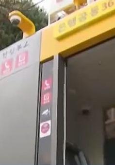 Bốt điện thoại thành nơi trú ẩn cho phụ nữ khi bị tấn công