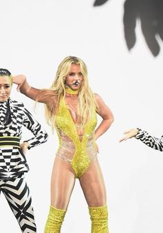 Britney Spears bị chỉ trích hát nhép tại MTV VMAs 2016