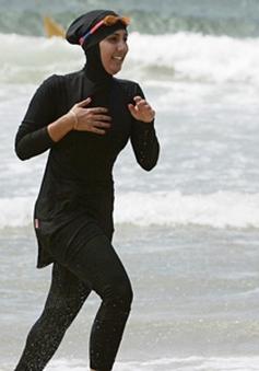 Pháp: Thành phố Nice cấm phụ nữ mặc đồ bơi burkini