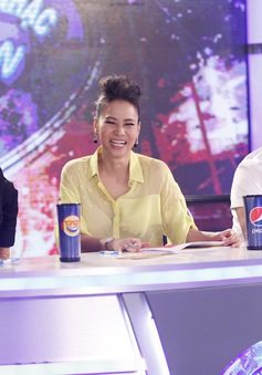 Vietnam Idol 2016: Thu Minh cười hết cỡ trong vòng Audition tại TP.HCM