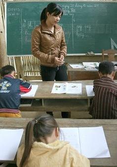 Mang niềm vui đến những thầy cô đang công tác tại vùng biển đảo