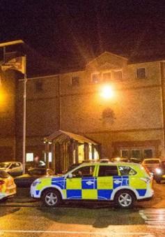 200 tù nhân gây bạo loạn trong nhà tù tại Anh