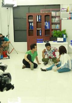 Hé lộ hình ảnh hậu trường sitcom mới Xin chào ông chủ