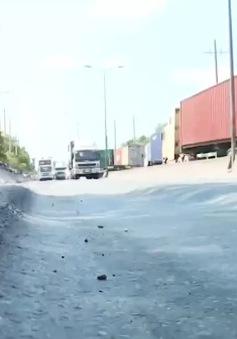 TP.HCM: Khắc phục sụt lún mặt đường vào phà Cát Lái