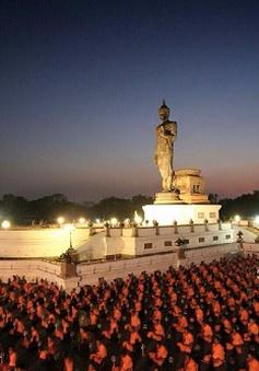 Phật tử Indonesia cầu nguyện cho hòa bình
