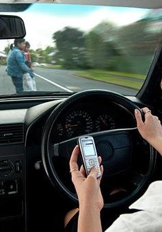 """""""Vỡ bụng"""" với cách ngăn tài xế nhắn tin khi đang lái xe tại New Zealand"""