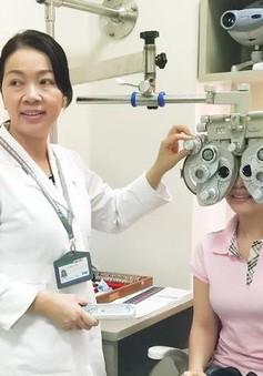 Mắt có nguy cơ mù lòa nếu xem thường xuyên các thiết bị điện tử
