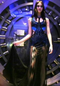 """""""Đột nhập"""" hậu trường cực chất của show thời trang Chanel"""