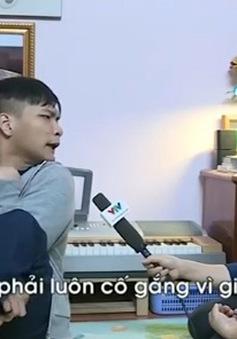 Nghị lực phi thường của chàng trai bại não viết nhạc bằng chân