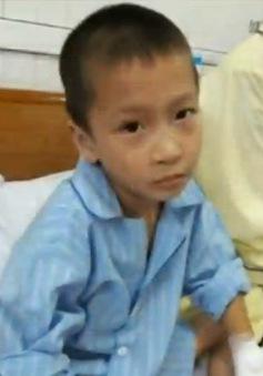 Nghệ An: Đình chỉ bác sĩ mổ nhầm tay
