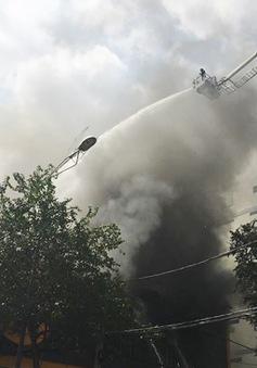 Cháy gara ở Quận 1, nhiều siêu xe cháy rụi