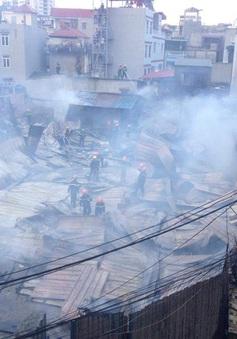 Hà Nội: Cháy lớn tại khu lán trại công nhân
