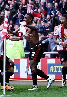 """Sunderland chơi trận hay nhất mùa, Newcastle sắp """"dắt tay"""" Norwich xuống hạng"""