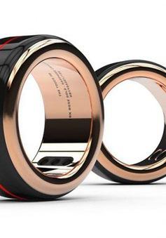 Chiếc nhẫn được làm từ 100 linh kiện khác nhau