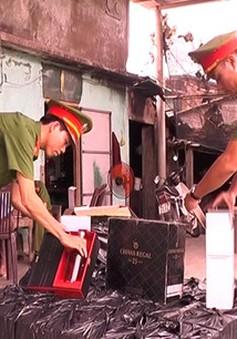 Quảng Trị: Tài xế vứt 72 chai rượu Chivas 25 để bỏ trốn