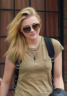 Bạn gái Brooklyn Beckham xinh đẹp với phong cách cá tính