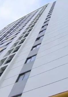 Bé trai rơi từ tầng 11 chung cư Linh Đàm đã ở nhà một mình