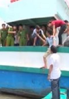 """Cà Mau: """"Cò ngư phủ"""" hành hung, bắt giữ người đòi tiền chuộc"""