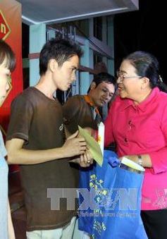 Tặng hơn 4.000 vé xe cho công nhân có hoàn cảnh khó khăn về quê đón Tết