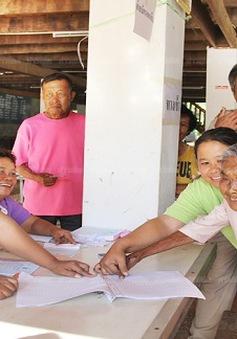 Các điểm bỏ phiếu trưng cầu dân ý tại Thái Lan đóng cửa