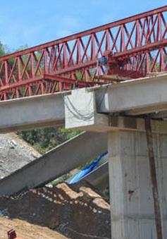Gãy 3 dầm cầu trên đường cao tốc Huế - Đà Nẵng