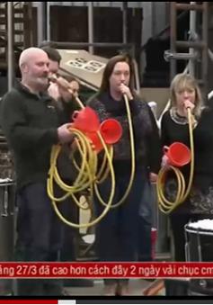 Nhóm nhạc nổi tiếng khắp thế giới nhờ nhạc cụ tái chế