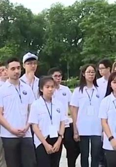 Đoàn đại biểu kiều bào tham quan di tích Hoàng thành Thăng Long