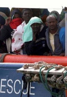 Italy cứu thêm 107 người di cư trên biển Địa Trung Hải