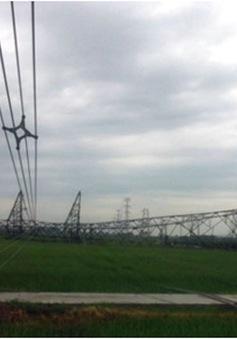 Cột điện 500 Kv đổ vì mưa lốc
