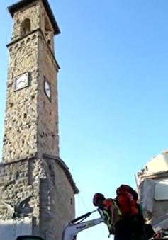 Những khoảnh khắc lay động lòng người sau trận động đất tại Italy