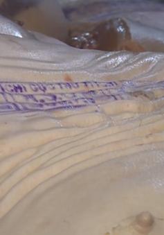 Bạc Liêu: Cán bộ thú y đóng dấu kiểm dịch cho heo bị bơm nước