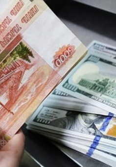 Đồng Ruble tiếp tục mất giá