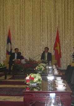 Đồng chí Đinh La Thăng hội kiến Thủ tướng Lào
