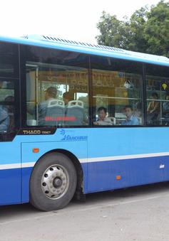Trải nghiệm tuyến xe bus mới mang màu xanh hòa bình tại Hà Nội