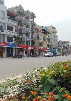 Biển quảng cáo kiểu mẫu trên phố Lê Trọng Tấn lem nhem trở lại