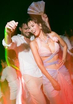 Hà Anh khoe vòng eo con kiến đáng mơ ước trong tiệc cưới